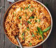 Μακαρονάδα με υπέροχη σπιτική σάλτσα ντομάτας στο φούρνο