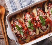 Μελιτζάνες με σάλτσα ντομάτας και παρμεζάνα στο φούρνο