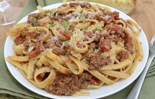 Φετουτσίνι με τη πιο νόστιμη σάλτσα μπολονέζ
