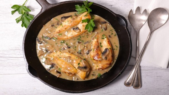 Κοτόπουλο φιλέτο σε κρεμώδη σάλτσα μανιταριών