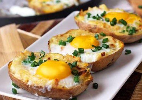 Πατάτες με τυρί και αυγά μάτια στο φούρνο (Video)