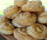 Στριφτά τυροπιτάκια με σπιτικό φύλλο (Video)