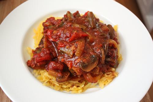Κοτόπουλο κοκκινιστό με πιπεριές και μανιτάρια