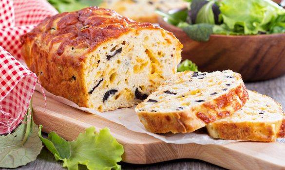 Κέικ αλμυρό με τυρί και ελιές