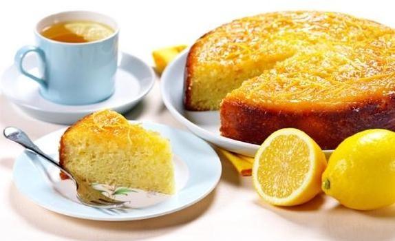 Κέικ σιροπιαστό με γιαούρτι και λεμόνι