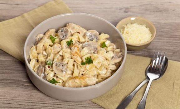 Χυλοπίτες με κοτόπουλο και μανιτάρια σε κρεμώδη σάλτσα