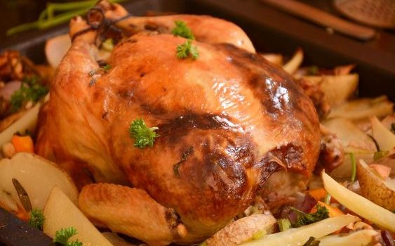 Το τέλειο γεμιστό κοτόπουλο με πατατούλες στο φούρνο