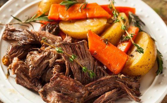 Μοσχάρι πεντανόστιμο με πατάτες και καρότα στο φούρνο