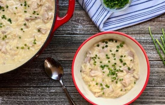 Κοτόσουπα με κριθαράκι αυγολέμονο