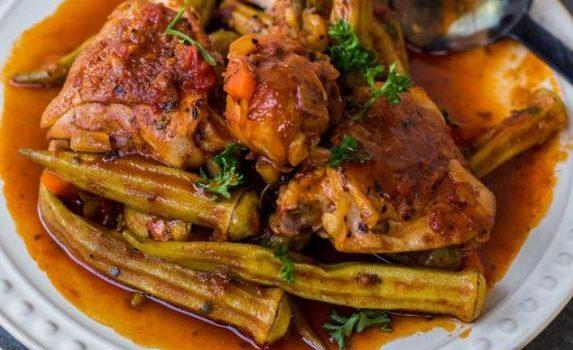 Φιλέτο μπούτι κοτόπουλου με μπάμιες