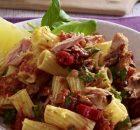 Ριγκατόνι με σάλτσα τόνου