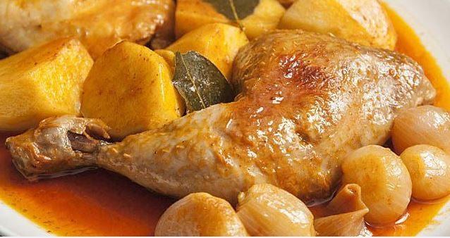 Κοτόπουλο στιφάδο με πατάτες γιαχνί