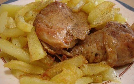 Μπουτάκια κοτόπουλου κοκκινιστά στη κατσαρόλα
