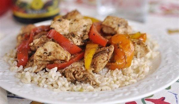 Κοτόπουλο πεντανόστιμο με πιπεριές και βαλσάμικο