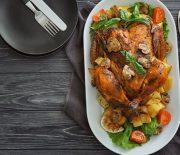 Κοτόπουλο στο φούρνο με μαρινάδα γιαουρτιού, πατάτες και μανιτάρια