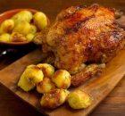 Κοτόπουλο στη γάστρα με πατάτες και σάλτσα εσπεριδοειδών