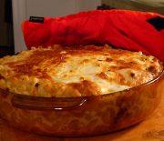 Σουφλέ ζυμαρικών με μπέικον και τριμμένα τυριά