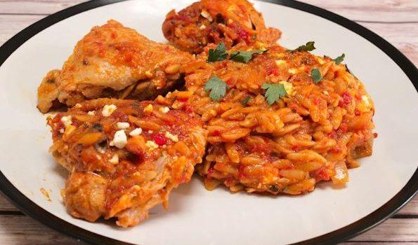 Μπουτάκια κοτόπουλου γιουβέτσι σε υπέροχη σάλτσα ντομάτας