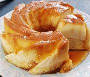 Κέικ βανίλια με μεταξένια κρέμα φλάν και σιρόπι καραμέλας (Video)