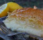 Γαλακτομπούρεκο εύκολο με αφράτη κρέμα και τραγανά φύλλα (Video)