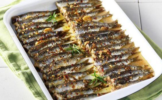 Σαρδέλες στο φούρνο με μυρωδάτη κρούστα