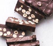 Σοκολάτα πραλίνα και φουντούκια, 3 υλικά ένα υπέροχο κρεμώδες γλύκισμα ψυγείου