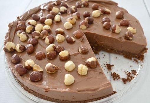 Cheesecake πραλίνας με φουντούκια χωρίς ψήσιμο