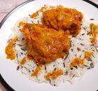 """Κοτόπουλο """"Paprikash"""" με πάπρικα σε κρεμώδη σάλτσα ντομάτας με γιαούρτι"""