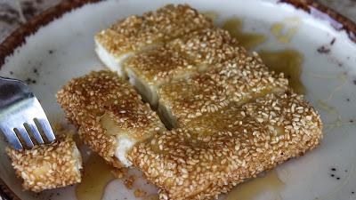 Φέτα με σουσάμι και μέλι (Video)