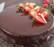 Τούρτα σοκολάτας φράουλας με γλάσο καθρέφτη (Video)