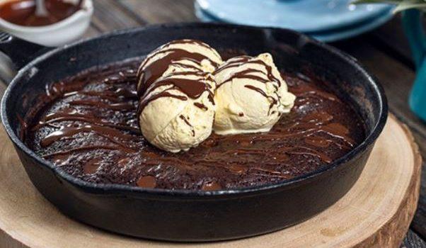 Μπράουνις ζεστό για να συνοδεύσετε το παγωτό σας (Video)