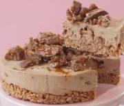 Σοκολατένιο Cheesecake με τραγανή βάση και σοκολάτα Mars (Video)