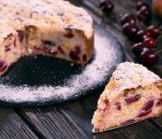 Κέικ αφράτο με φρέσκα φρούτα χωρίς αυγά (Video)