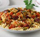 Ιταλική μακαρονάδα καπονάτα με μελιτζάνες και ντομάτα