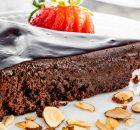 Σοκολατένιο κέικ χωρίς αλεύρι με γκανάς σοκολάτας (Video)