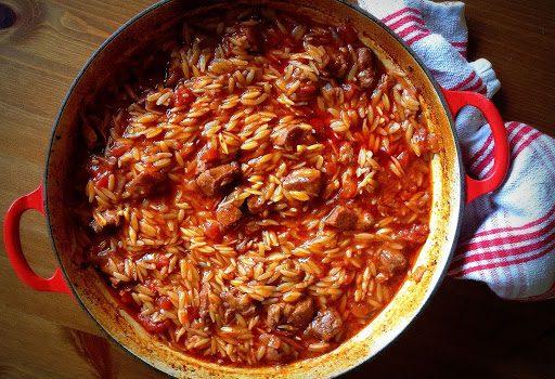 Αρνάκι γιουβέτσι με πιπεριές Φλωρίνης