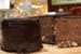 Τούρτα ψυγείου με μους σοκολάτας και μπισκοτένια βάση με πραλίνα
