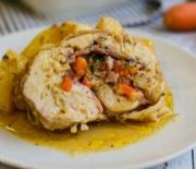 Ρολό κοτόπουλο γεμιστό με πατατούλες στο φούρνο