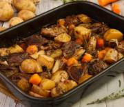 Μοσχάρι με πατάτες και καρότα στο φούρνο