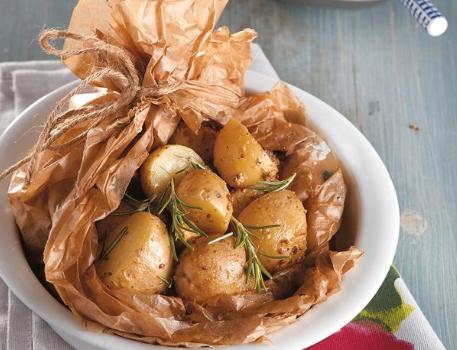Πατάτες baby πεντανόστιμες στη λαδόκολλα