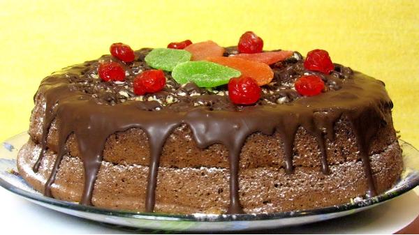 Αφράτο κέικ σοκολάτας με 4 μόνο υλικά (Video)