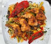Μπουτάκια κοτόπουλου με λαχανικά στη γάστρα