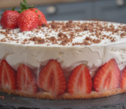 Τούρτα φράουλας πανεύκολη σε 10 λεπτά (Video)