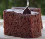 Κέικ σοκολάτας σιροπιαστό με σοκολατένιο γλάσο (Video)