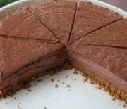 Τούρτα ψυγείου με κρέμα σοκολάτας πανεύκολη με 6 μόνο υλικά (Video)