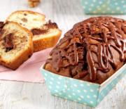 Κέικ με κομμάτια σοκολάτας, καρύδια και γλάσο πραλίνας