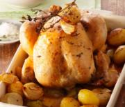 Κοτόπουλο στη γάστρα με πατάτες μουστάρδα και μπαχάρι