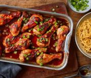 Μπουτάκια κοτόπουλου σε υπέροχη σάλτσα ντομάτας με μακαρόνια