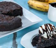 Το τέλειο υγρό κέικ μπανάνας σοκολάτας χωρίς αυγά (Video)